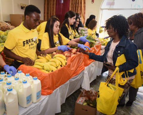 Southeastern Grocers will distribute more than $192,000 worth of food to its neighbors in need and provide associates the hands-on opportunity to positively impact communities in the Southeast during the seven mobile food pantries. (Photo: Business Wire)