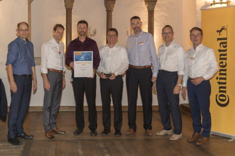 Phillips-Medisize proudly accepts the Continental 2018 Supplier of the Year Award for Decorative Plastic Parts at a celebratory dinner held in Regensburg, Germany From left to right: Guenter Fella – Head of Purchasing, Continental AG Nikolai Setzer – Member of Executive Board, Spokesman of the Automotive Board, Continental AG Lonnie Gray - Plant Manager of Medford, Wisconsin, USA, Phillips-Medisize Rob Werge - Vice President/GM of Global Operations for Specialty Commercial, Phillips-Medisize Fabien Viola – Director Global Category Management Decorative Plastics, Continental Peter Popp – Senior Vice President Purchasing Interior, Continental Juergen Braunstetter – Senior Vice President SCMA (Photo: Business Wire)