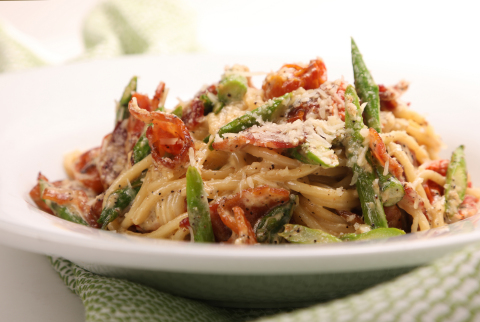 The new Spaghetti Carbonara from Romano's Macaroni Grill, now available at participating locations nationwide as part of the Tuscan Harvest Menu. www.macaronigrill.com (Photo: Business Wire)