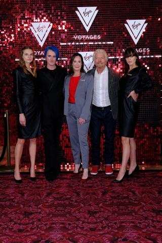 ヴァージン・ヴォヤージュ、多数のスターが登場したロンドン・ファッション・ウィークのイベントでガレス・ピューがデザインしたファッション性の高いユニフォーム・コレクションを披露(写真:ビジネスワイヤ)