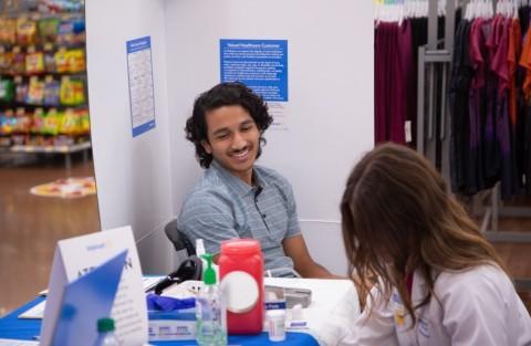 Walmart celebra un evento de bienestar GRATIS en más de 4600 tiendas el sábado (Photo: Business Wire)