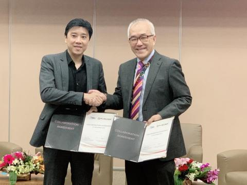 Fusionex Founder & Group CEO Dato' Seri Ivan Teh (left) exchanging a Memorandum of Agreement with International Medical University (IMU) Deputy Vice Chancellor Professor Peter Pook during the Healthcare Big Data Analytics Forum held at IMU Campus. (Photo: Business Wire)