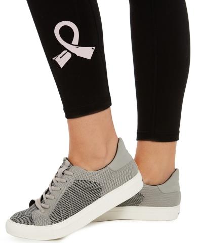 Compra en línea y en la tienda en The Pink Shop en Macy's durante este mes de octubre para apoyar a las Vencedoras de cáncer de seno. Leggings con listón rosa de la marca Ideology, $49.50 (Photo: Business Wire)