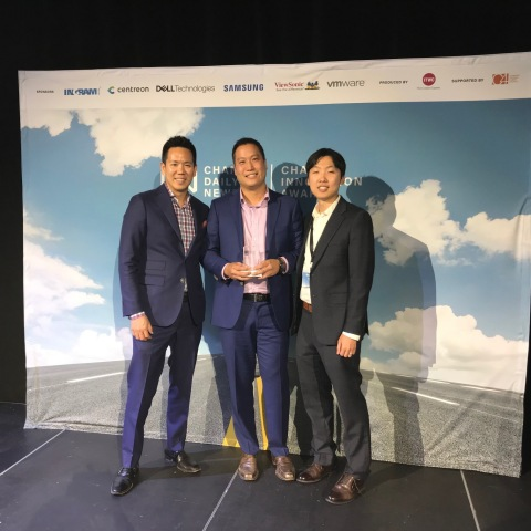 Accepting Gold Top Data Management Award from Slalom: Robert Chang, Data & Analytics Practice Director - Alan Poon, Client Services Partner - Hyun Choi, Senior Data Engineer (Photo: Business Wire)