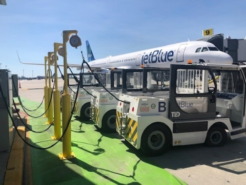 JetBlue introduces the largest electric ground service equipment (eGSE) fleet at New York's JFK International Airport, cutting four million pounds of greenhouse gas emissions per year. (Photo: Business Wire)