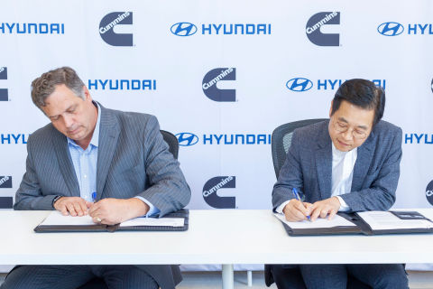 Thad Ewald, Vice President – Corporate Strategy at Cummins, and Saehoon Kim, Vice President and Head of Fuel Cell Group at Hyundai Motor Group, sign a MOU on behalf of Cummins and Hyundai to collaborate on hydrogen fuel cell technology. (Photo: Business Wire)