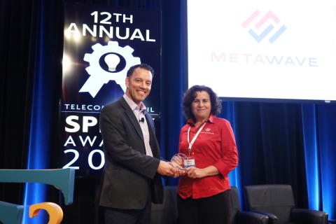 Thomas Camp, Verizon Ventures, presented the SPIFFY award to Maha Achour, CEO & Founder, Metawave (Photo: Business Wire)