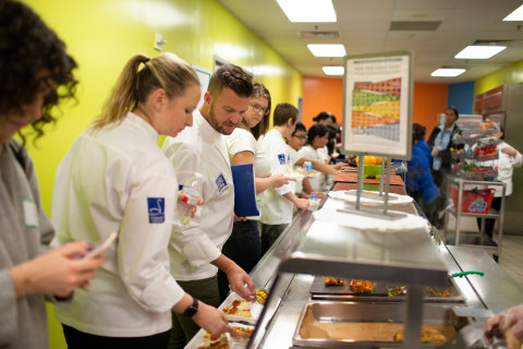 Schwan's Chef Collective member Todd Erickson lines up for lunch with students at the 2018 Kitchen Collaborative in Houston. (Photo courtesy of Schwan's Company)