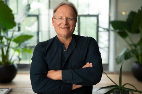 LR Health & Beauty konnte Prof. Dr. Dietrich Grönemeyer als unabhängigen Referenten gewinnen (Photo: Business Wire)