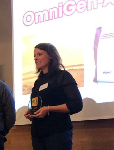 Marie-Laure Ocaña Mainsant, Dairy Technical Specialist, Phibro Animal Health, accepts the 2019 Golden Innovation Award for OmniGen-AF® nutritional product at the SPACE international exhibition for animal production. Rennes, France. (Photo: Business Wire)