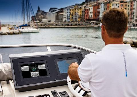 与当今现代汽车的驾驶辅助功能类似,船用DockSense Alert使用FLIR机器视觉相机技术和视频分析功能来检测、显示并向船长提示船周围是否有障碍物。(照片:美国商业资讯)