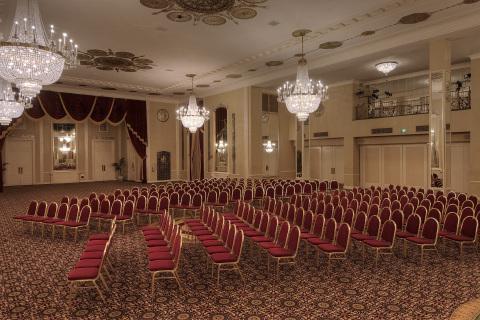Milwaukee's convention hotel, the AAA Four Diamond Hilton Milwaukee City Center (Photo: Business Wire)