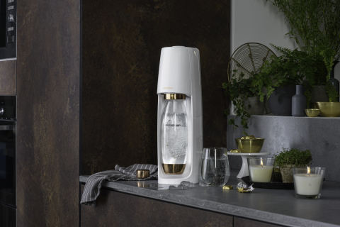 SodaStream Launches Limited Edition Gold and Rose Gold Machines For a Bubbly and Environmentally-Friendly Holiday (Photo: Business Wire)