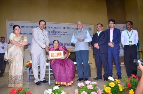 (Left to right) Sujatha Rao, PV Ramana Rao, Ganga Rao, Prof KK Agarwal, President Arvind Jauhaur, Shagun Khosla, PK Swain (Photo: AETOSWire)