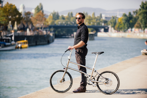 VELLO BIKE - LE PREMIER VÉLO ÉLECTRIQUE PLIANT À AUTO-RECHARGEMENT AU MONDE ARRIVE EN FRANCE (Photo: Business Wire)