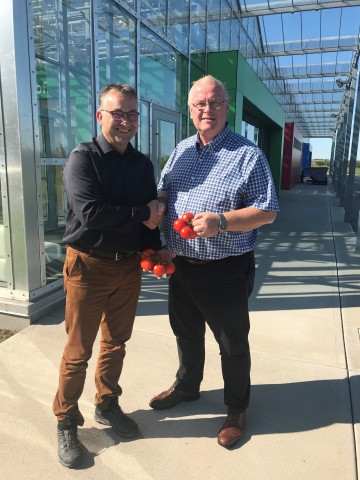 (L to R) Peter Van Duin, Managing Director, Eminent Seeds and Ian Potter, President and CEO, Vineland Research and Innovation Centre (Photo: Business Wire)