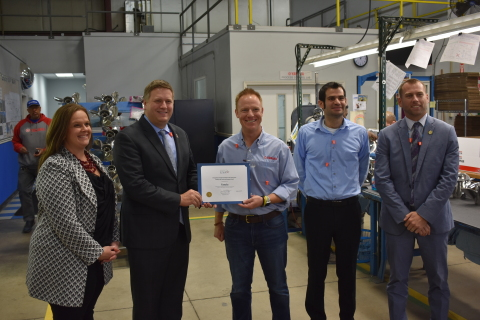 Jonathon Burns, General Manager, Yamaha Marine Precision Propellers, Inc., accepts a certificate of appreciation from the U.S. Department of Commerce's International Trade Administration honoring YPPI for the company's contributions to the state of Indiana. (Photo: Business Wire)