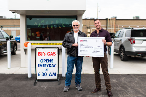 Mike Cappelli, general manager of BJ's Wholesale Club in Madison Heights, Mich. (right), presents a donation of a one-year supply of gas and tires to Steve Haveraneck, vice president, Oakland Meals on Wheels (left), to celebrate the opening of the company's two new BJ's Gas locations in Madison Heights and Taylor, Mich. on Oct. 22, 2019. (Photo: Business Wire)