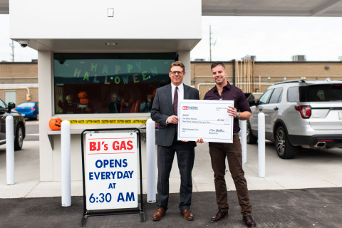 Mike Cappelli, general manager of BJ's Wholesale Club in Madison Heights, Mich. (right), presents a donation of a one-year supply of gas and tires to Jason Maciejewski, Chief Advocacy Officer of The Senior Alliance (left), to celebrate the opening of the company's two new BJ's Gas locations in Madison Heights and Taylor, Mich. on Oct. 22, 2019. (Photo: Business Wire)
