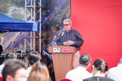 库克医疗副总裁兼亚太区总监Barry Thomas先生出席典礼并致辞 (Photo: Business Wire)