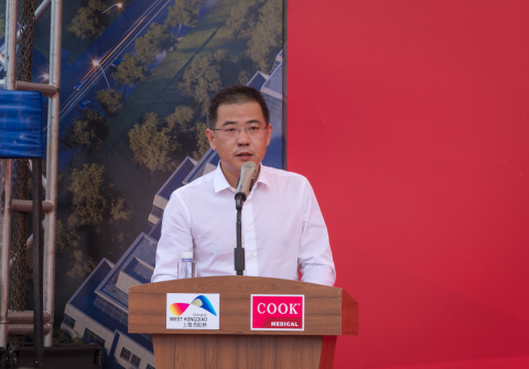 上海市青浦区商务委副主任张正义在开工仪式上发表讲话 (Photo: Business Wire)