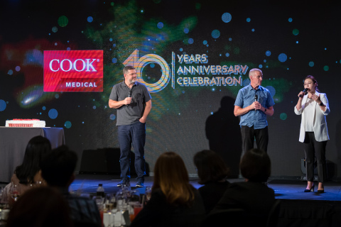 (From left to right) Pete Yonkman , President and John Kamstra CFO of Cook Group and Cook Medical congratulates Joy Choi, Chief Operating Officer, Cook Korea on a 10-year milestone of successful customer service, innovation and employee development. (Photo: Business Wire)