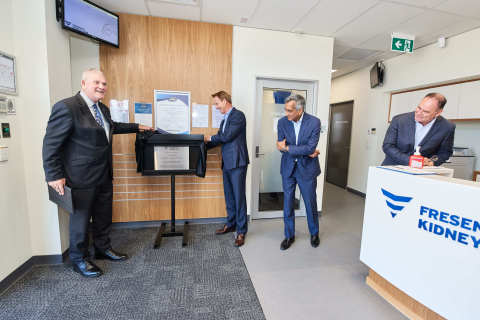 The new facilities at Fresenius Kidney Care Spearwood Clinic were officiated in a plaque unveiling ceremony on 24 October 2019 by His Worship Logan K. Howlett, JP, Mayor of City of Cockburn (left) and Harry De Wit, President and CEO, Fresenius Medical Care Asia-Pacific (second from left), with the presence of Mahesh Nair, Senior Vice President, Fresenius Medical Care South Asia Pacific (second from right) and Antony Rayment, Managing Director, Fresenius Medical Care Australia and New Zealand (right).