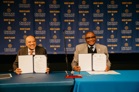 Dr. William F. Owen, dean and chancellor of RUSM and Dr. Leslie N. Pollard, president of Oakwood University hold copies of signed agreement. (Photo: Business Wire)
