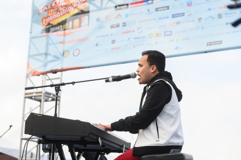 America's Got Talent winner and global superstar Kodi Lee performs at the Skechers Pier to Pier Friendship Walk. (Photo: Business Wire)