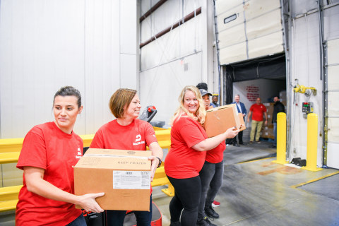 Dash In employee volunteers at the Food Bank of Delaware. Photo credit: Ana Isabel Martinez Chamorro