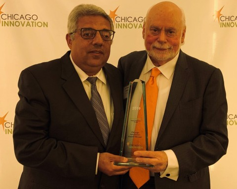 Dr. Youssry Botros (l), CEO of PanaceaNano, and Sir Fraser Stoddart, PanaceaNano CTO, with the 2019 Chicago Innovation Award. Botros and Stoddart are co-founders of PanaceaNano. (Photo: Business Wire)