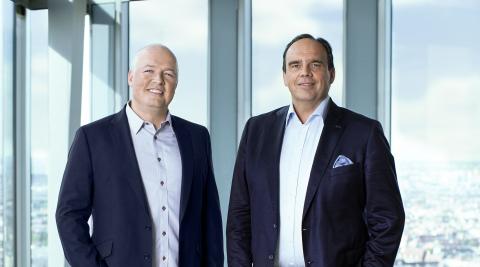 Pictured: Oliver Ratzesberger, CEO and President at Teradata, and Hagen Rickmann, Director Business Customers at Telekom Deutschland (Photo: Business Wire)