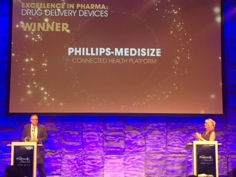 Iain Simpson, Director of Front-End Innovation at Phillips-Medisize, accepts the CPhI Excellence in Pharma Award in the category of Drug Delivery Devices for the company's Connected Health Platform