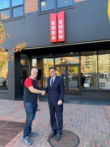Chad Ellis, founder of Boda Borg Boston, celebrates the expansion with Malden City Mayor, Gary Christenson. (Photo: Business Wire)