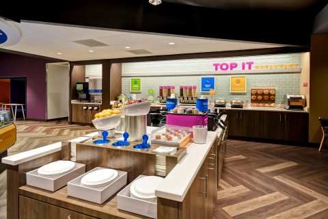 """Guests can enjoy Tru by Hilton's complimentary build-your-own """"Top It"""" hot breakfast bar with healthy, sweet and savory items along with more than 35 toppings. Credit: Tru by Hilton"""