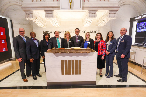 Lincoln Financial executives rang the closing bell to commemorate the 50th anniversary of Lincoln's listing on the NYSE. (Photo: Business Wire)