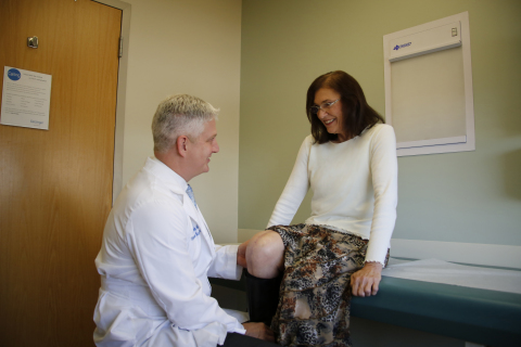 David Maish, M.D., performed a revision knee replacement surgery for Patricia Matthews, of Luzerne, Pa., in July. Matthews's surgery is the first revision knee replacement to be guaranteed for life by Geisinger and Medacta. (Photo: Business Wire)