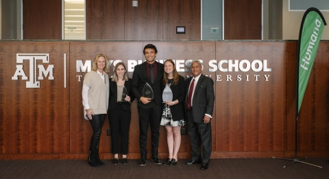 The student team of (L to R) Leah Kelly, Ozgur Cetinok, and Erica Millwater from the University of California, Los Angeles (UCLA), pictured with Arvind Mahajan from Mays Business School at Texas A&M University and Heather Cox from Humana, won First Place in the Humana-Mays Health Care Analytics 2019 Case Competition. (Photo: Business Wire)