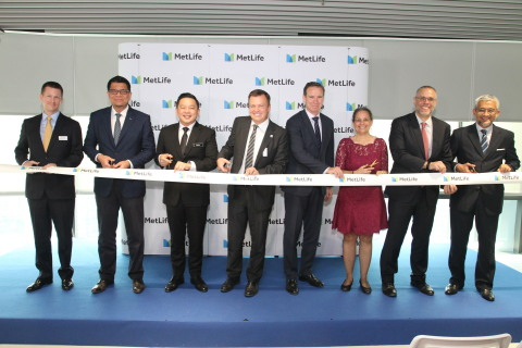 (From L to R) Daniel Faline, Vice President, Finance, MetLife; Noor Azam Mohd Yusof, CEO, AmMetLife Takaful; Datuk Darell Leiking, Minister of International Trade and Industry; Rick Butler, Vice President, Finance, MetLife; John McCallion, Chief Financial Officer, MetLife Inc.; Kamala Shirin Lakhdhir, the U.S. Ambassador to Malaysia; Ramzi Toubassy, CEO AmMetLife and Muhammad Azmi Zulkifli, the Acting Chief Executive Officer of InvestKL