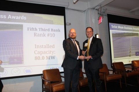 Fifth Third's Director of Environmental Sustainability Scott Hassell accepts a Top 10 Corporate Solar Purchaser Award from Mike Smith, chief business officer of the Solar Energy Industries Association. (Photo: Business Wire)