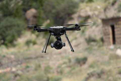 憑藉兩款新產品,FLIR Systems為其SkyRanger R70和R80D SkyRaider機身推出StormCaster系列下一代無人機酬載。新推出的StormCaster-T配備FLIR玻色子熱像儀,可在白天或黑夜最大範圍內提供銳利、清晰的影像,以進行物體偵測、識別和目標擷取。(照片:美國商業資訊)