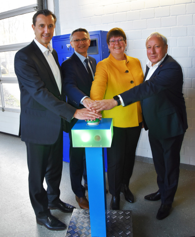 (left to right) Carlos Lange, Matthias Bonse, Dr. Gerta Gerdes-Stolzke and Horst Kornelius formally commission the new CHP plant in Wahlstedt, Segeberg, in Schleswig-Holstein. Copyright: HanseWerk Natur