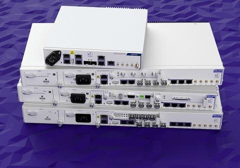 Die Produkte der Serien OSA 5410 und OSA 5420 unterstützen YTL Communications bei der landesweiten Einführung von LTE-Advanced-Diensten (Photo: Business Wire)