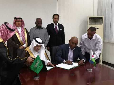 The Vice Chairman of the Saudi Fund for Development, Dr. Khalid bin Sulaiman Al Khudairy (pictured left) and the Djibouti Minister of Economy and Finance, Mr Elias Moussa Doula (right) sign a new grant agreement in the presence of the Prime Minister of Djibouti, Mr. Abdoulkader Kamil Mohamed (center back row) which will help finance new infrastructure development projects in Djibouti.(Photo: AETOSWire)
