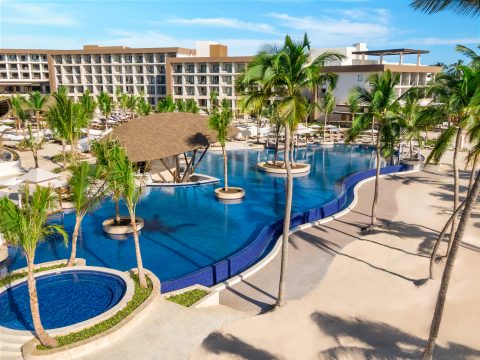 Hyatt Ziva Cap Cana and Hyatt Zilara Cap Cana (Photo: Business Wire)