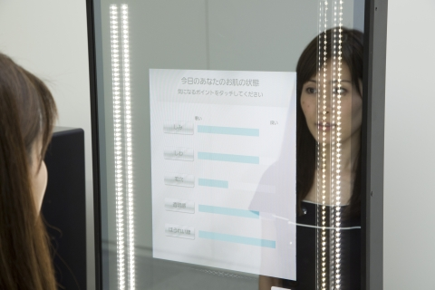 Snow Beauty Mirror (Displays the results of skin analysis covering five categories) (Photo: Business Wire)
