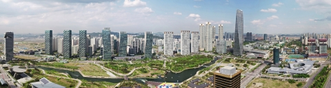 The Incheon Metropolitan City government announced an ambitious plan for developing the Songdo Global Biotech Cluster in the Incheon Free Economic Zone. Aiming to attract global advanced biotechnology companies and research institutions, the City authorities will expand the industrial complex by adding the 11th Songdo industrial block with space of 990,000 square meters to the 4th, 5th and 7th Songdo industrial blocks with space of 910,000 square meters. They will develop Songdo region as the world-level global biotech hub by connecting the industrial complex with projected nearby Songdo Severance Hospital and a science park. (Photo: Business Wire)
