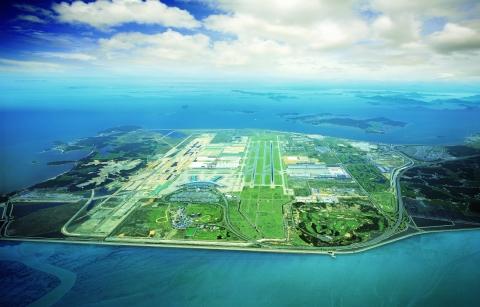 仁川市は永宗島複合リゾートクラスター事業によって北東アジア文化・観光産業の中心地として躍進する計画である。仁川国際空港がある永宗国際都市に5つ星級ホテルや外国人専用のカジノ、コンベンション施設、スパ、テーマパークなどがそろった複合リゾートが引き続き建設されている。2017年にオープンした韓国初の複合リゾート「パラダイスシティ」には5つ星級ホテルと韓国内最大規模の外国人専用カジノに加えて1,600人を収容できるコンベンション施設がある。シーザーズ・エンターテインメント社が推進する「シーザーズ複合リゾート」が2021年の開場を目指して工事中である。シーザーズ複合リゾートには700以上の客室を持つ特級ホテル、外国人専用のカジノ、コンベンション施設、ライブ・エンターテイメント公演会場、シグネチャースパ及びプールなどが建設される予定である。仁川国際空港のすぐ隣にはモヒガン・ゲーミング&エンターテインメント(MGE)が主導する「インスパイア複合リゾート」が2022年の開場を目指して工事中である。(写真:ビジネスワイヤ)