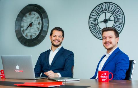 BERD invierte obilet.com, la plataforma de venta de boletos en línea de más rápido crecimiento de Turquía. Yigit Gurocak, (obilet.com / CEO y cofundador) y Ali Yılmaz, (obilet.com / Cofundador) (Photo: Business Wire)