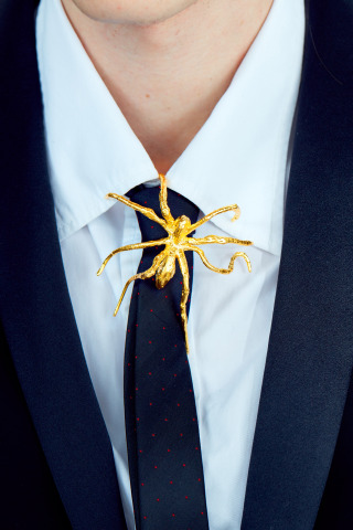"""Menē x Louise Bourgeois"" Spider Pendant in 24 karat gold. (Photo: Business Wire)"
